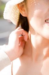 喉元のイメージ写真