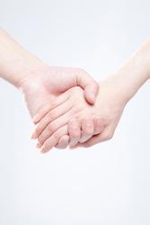 手を取る手のイメージ写真